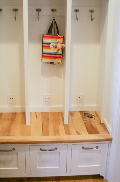 Diy Built In Mudroom Lockers W Cell Phone Chargers
