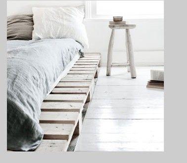 Déco chambre gris blanc palette bois pour lit Decoration - peindre un lit en bois