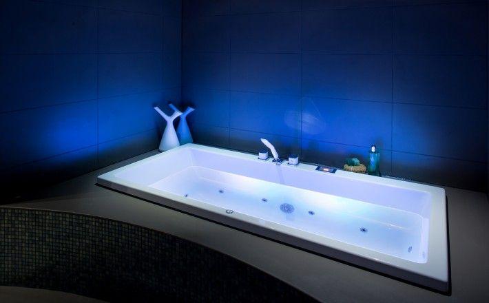 Whirlpool Baden Badkamer : De wellpool baden en whirlpools van cleopatra hebben heldere