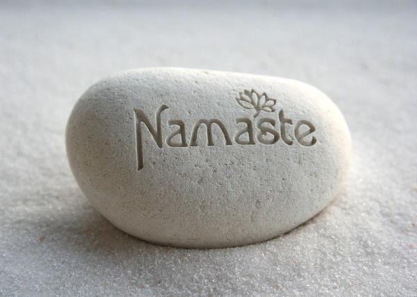 DIY Decorative Carved Namaste Stone // Piedra tallada loto namaste