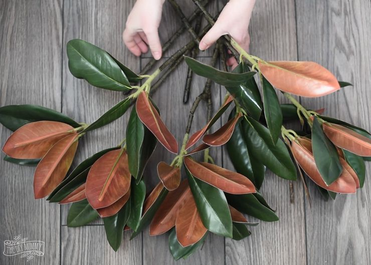 Photo of How to Make a DIY Magnolia Wreath (Video) | The DIY Mommy