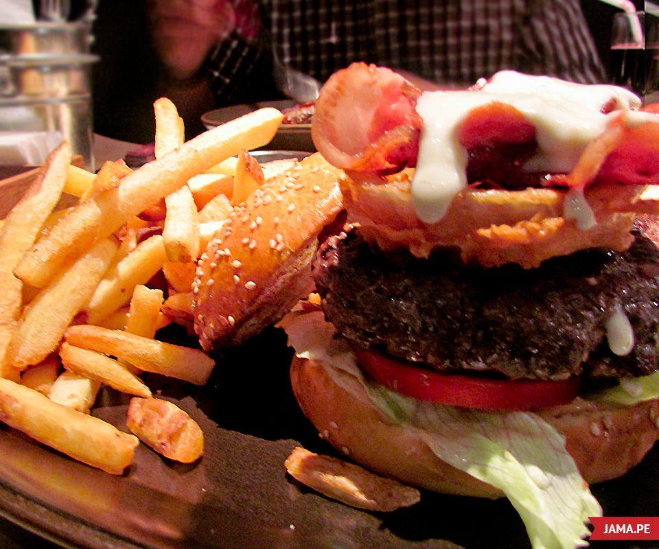 Papacho's, donde todo puede ser hamburgueseable - www.jama.pe #food #burger #foodporn #papachos #comidaperuana #comida #jama