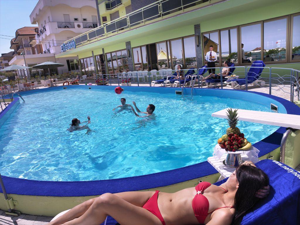 Hotel direttamente sulla spiaggia con piscina hotel elizabeth bellaria pinterest - Hotel con piscina bellaria ...