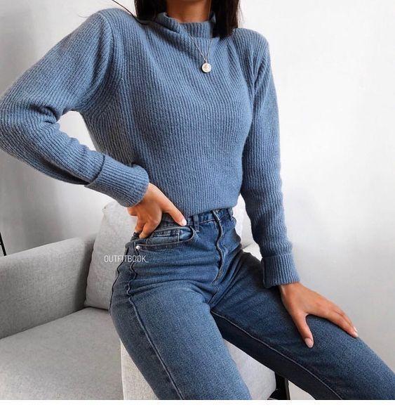 Blauer Pullover und blaue Jeans - #Blau #Jeans #Pullover   - Fitness für Frauen - #blau #blaue #blau...