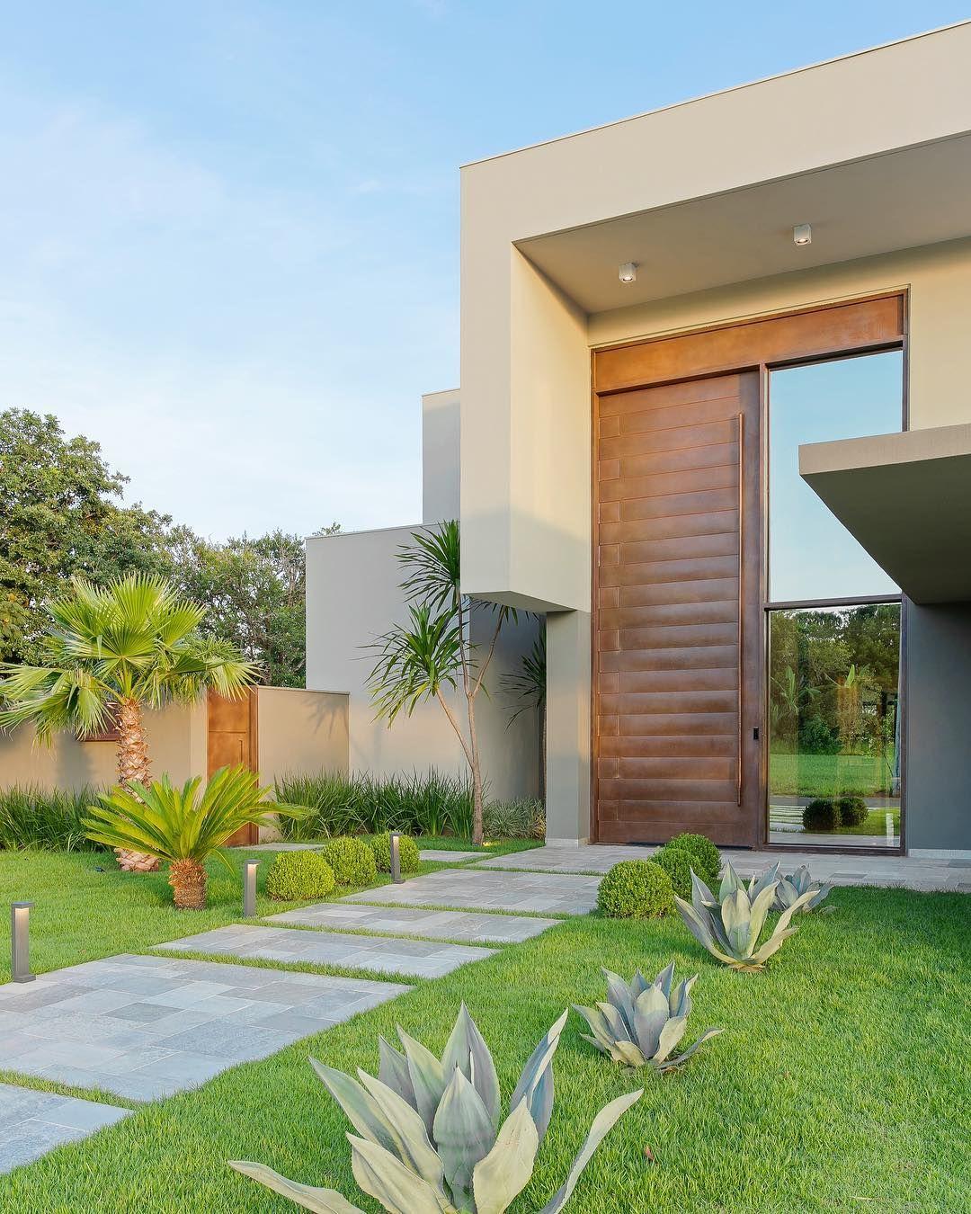 Decoredecor uma fachada marcante outra coisa aqui o for Casa minimalista lima