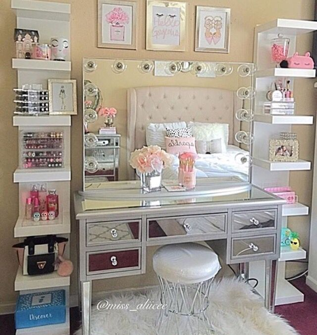 Perfect Make Up Setup For Your Bedroom The Mirrored Dressing Table Is Devine Decor Room Decor Home Decor