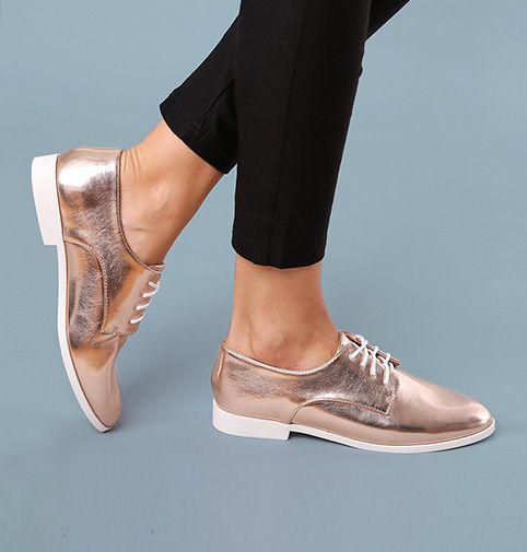 Lesara Chaussures à lacets avec aspect brillant