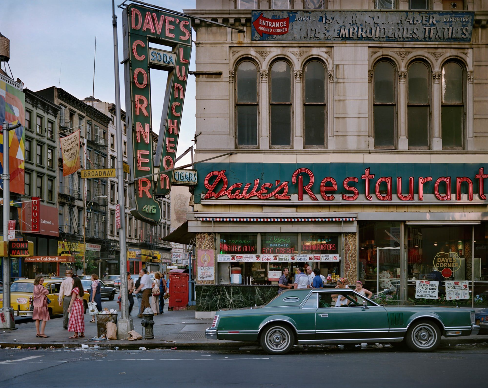 Urban Color New York And Chicago In The 70s And 80s In Pictures Vintage New York City Scene Restaurant New York