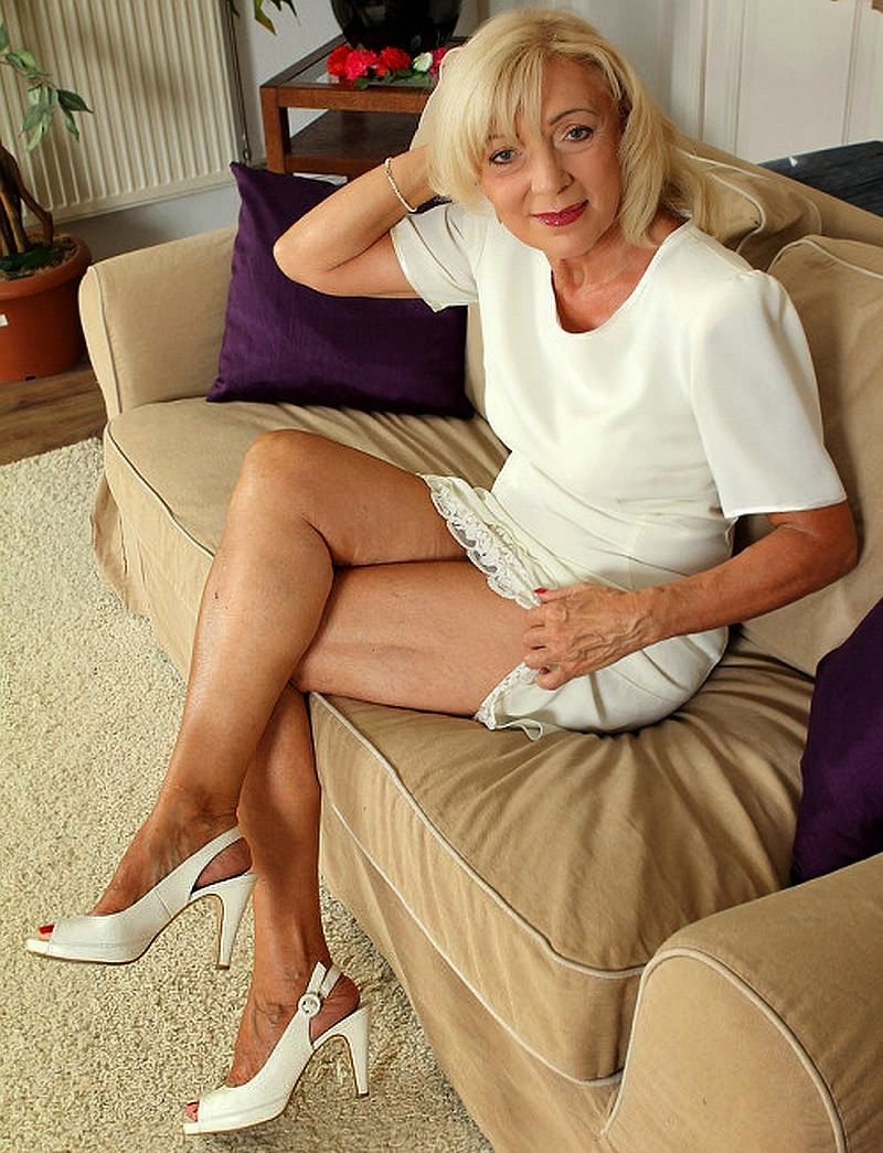 Sexy Older Ladies With Legs Parted 92