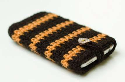 Handmade iPhone Cases - The Crochet iPhone Case is a Soft Blanket for Your Iphone (GALLERY)