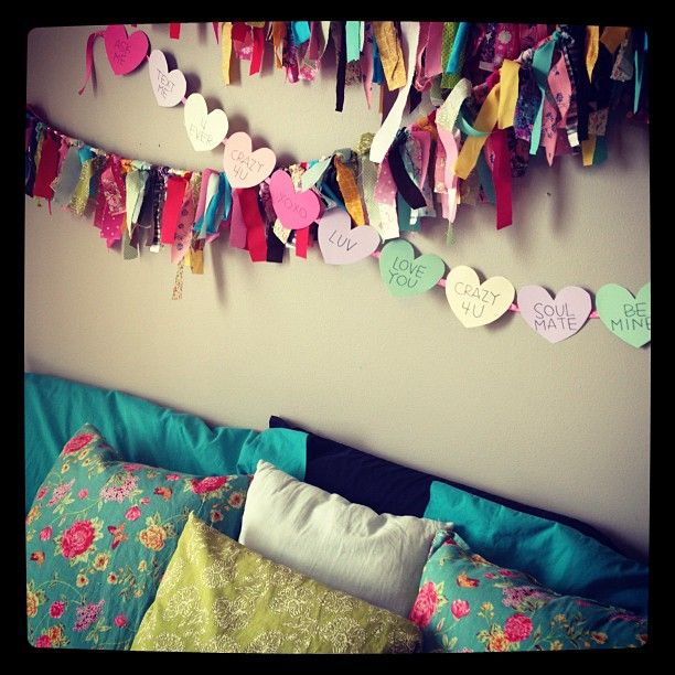 """DIY: """"Candy Hearts"""" Valentine Banner. I really wanna get one of these done before Vday this year"""