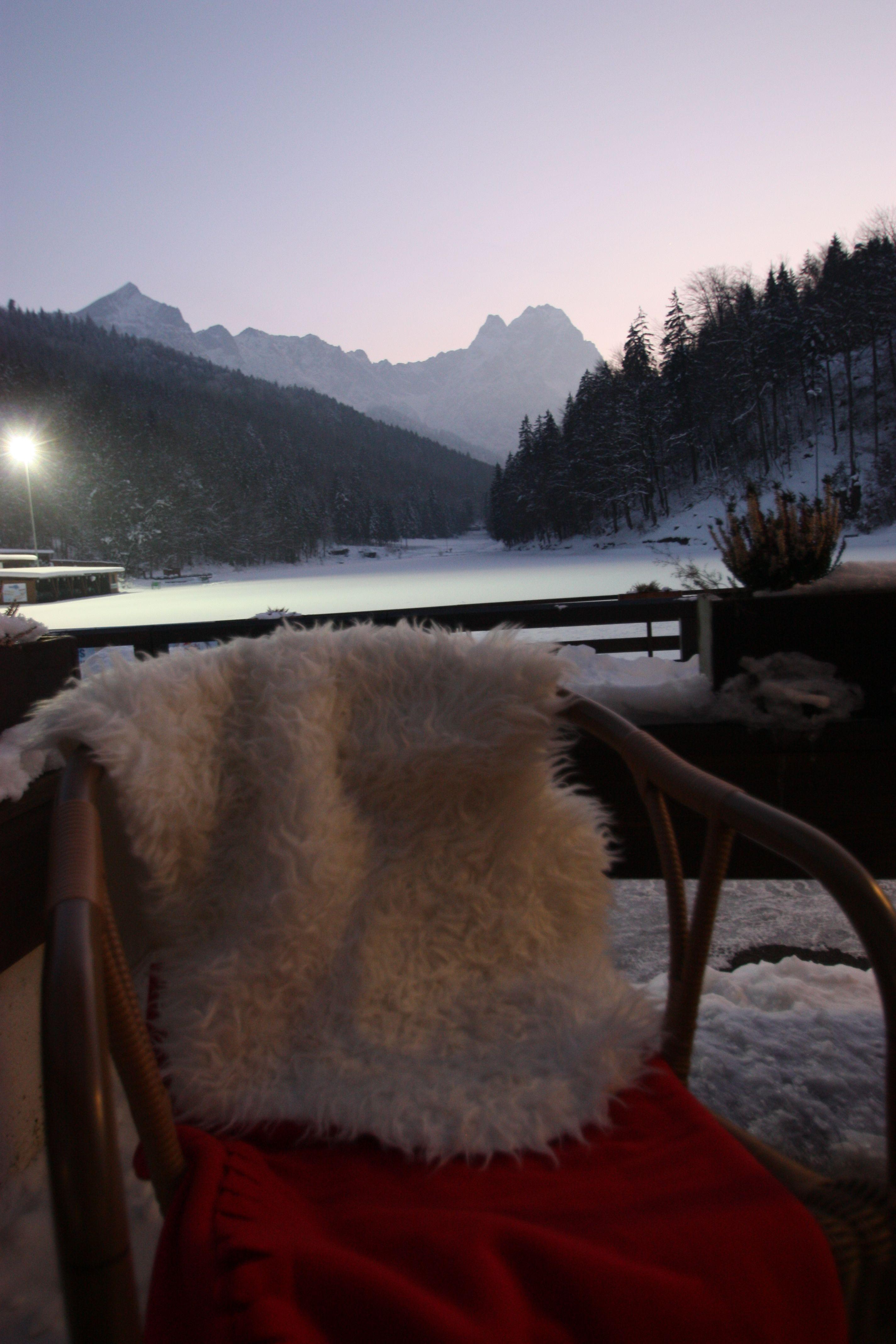 Kuschelige Ecke Auf Der See Terrasse Mit Berg Panorama Bei