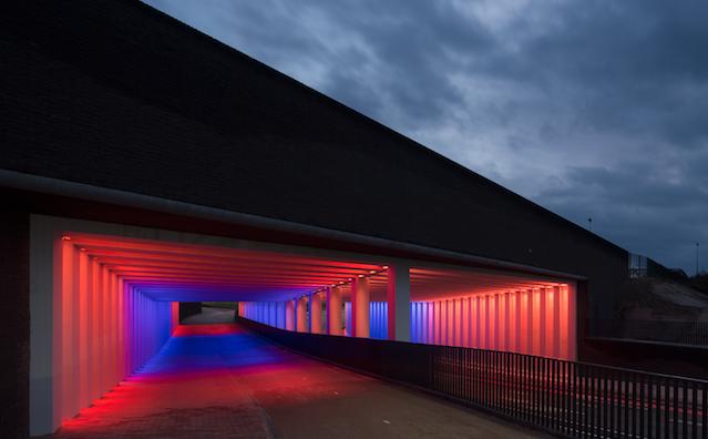 Twee tunnels in Zutphen worden verlicht in een zee van ...