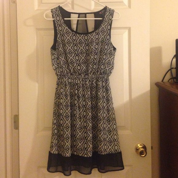 Black and white sundress Size small and only worn a few times. Like new. Very light weight and perfect for the summer time. Delirious Los Angeles Dresses Midi