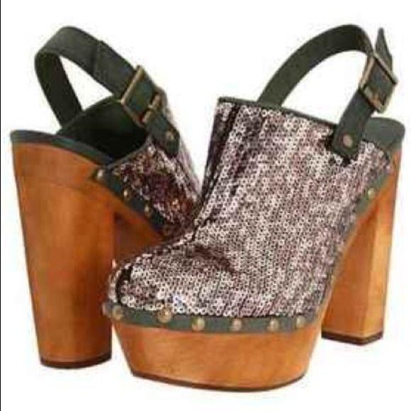 Clog type Steve Madden glams! Brand New never worn Oliver Green, Wooden && Squins Steve Madden Unique Clogs Steve Madden Shoes