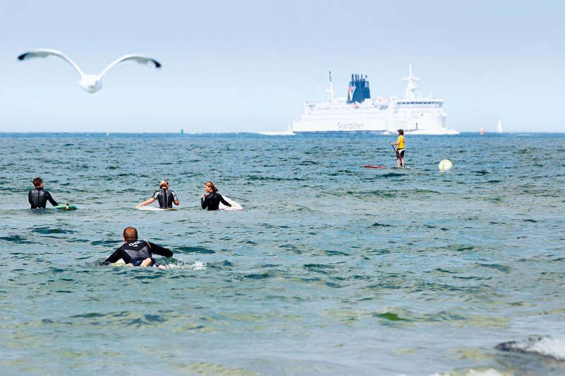 Wellenreiten in Warnemünde