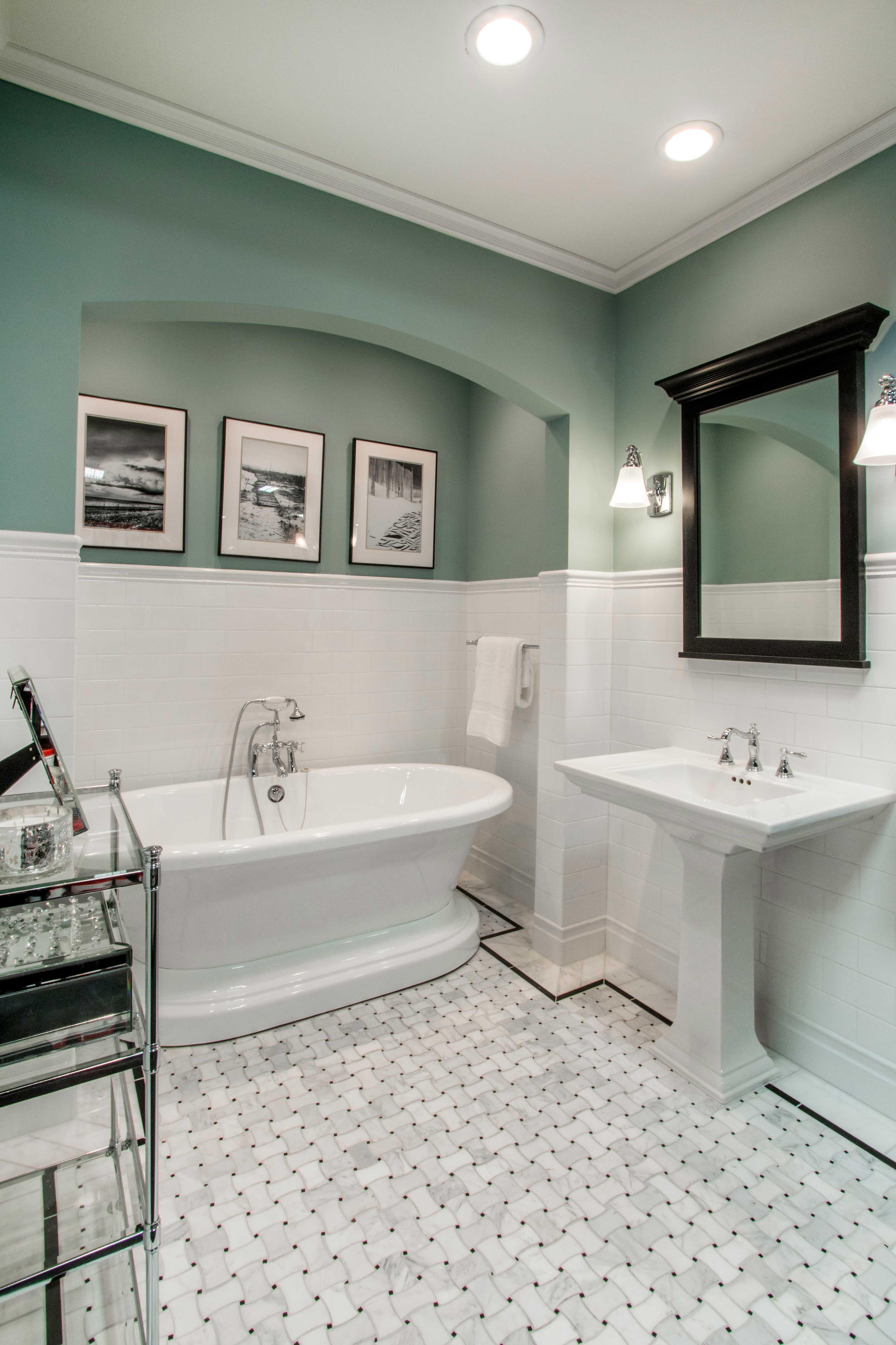 White, elegant bathroom tile Hampton Delray Marble