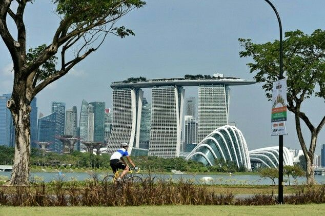 Singapore's Marina Bay area .. Architecture @Neferast #Architecture #아키텍처 #건축술 #Facade #외관 #정면 #Construct #Building #건물 #건축물 #건축 #Artwork #건축술 shared by @Neferast Neferast #Neferast