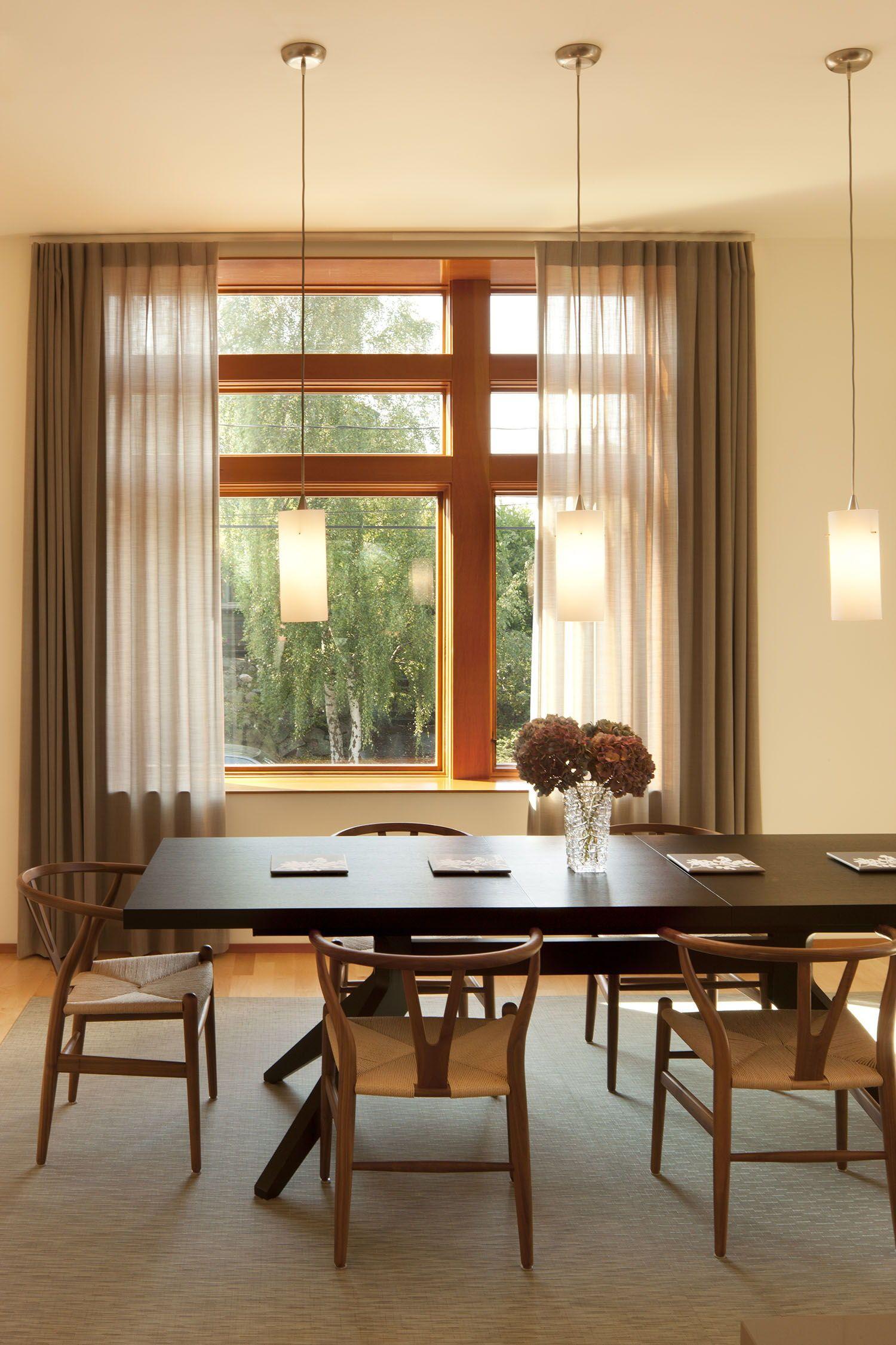 Photo of Moderne Renovierung eines Hauses in Seattle, das das Leben im Innen- und Außenbereich maximiert