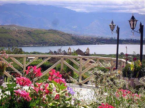 Turismo Y Aventura En La Laguna De Yahuarcocha Turismo Turismo Aventura Vacaciones En Uruguay
