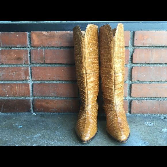 Gorgeous Vintage Di Fiori Brown Alligator Boots. Gorgeous Vintage Di Fiori Light Brown Alligator Boots. Very good vintage condition! Made in Italy. Size 37.5 (US 7.5). Di Fiori Shoes Heeled Boots