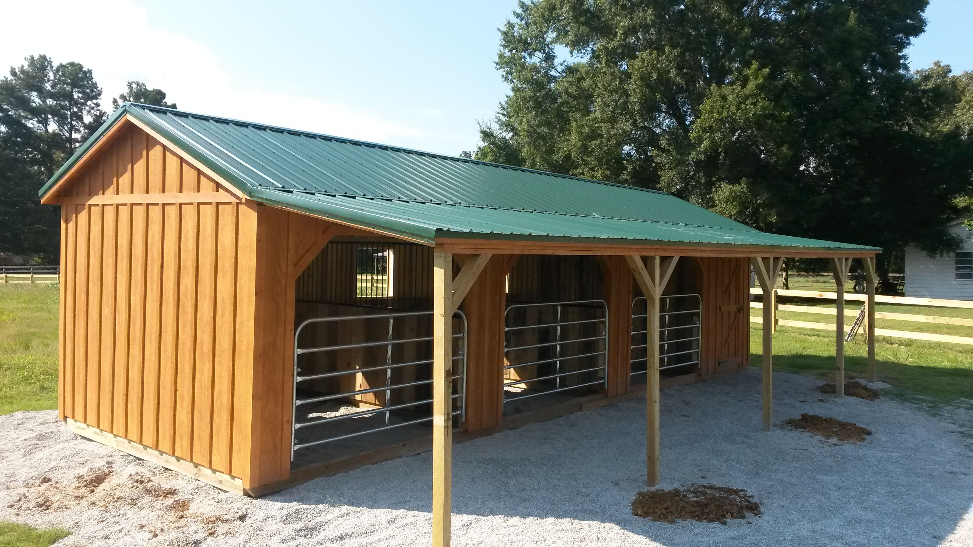 Horse run ins and sheds portable horse barn manufacturer for Farm shed ideas