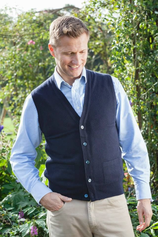 Oxton 1 Ply Cashmere waistcoat in navy | !CLIMATE DECISIONS ...