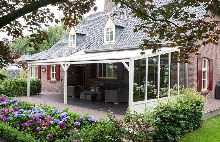 Pergola met zonnescherm dak veranda