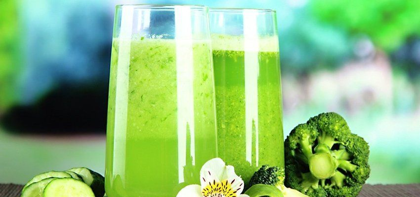 How To Make Yummy, Sugar-Free Juices (Spoiler alert: use herbs + essential oils)
