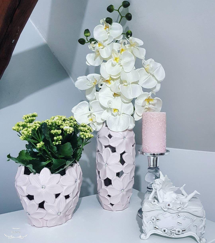 Dekoracje Na Komode Wazon Donica Storczyk Szkatulka Swiecznik Decoration Orchid Wase Flower Candles Home Decoration Ins Home Decor Decor Interior Design Decor