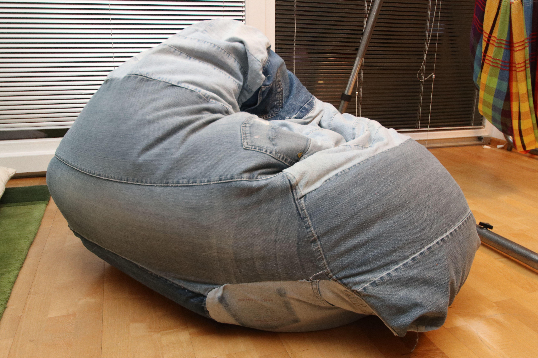 Diy Grosser Sitzsack Aus Alten Jeanhosen Alte Jeans Sitzsack Nahen Sitzsack