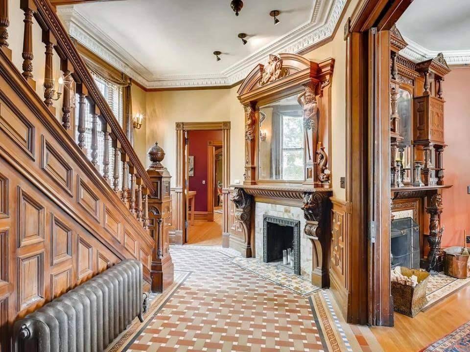 1885 Brick Mansion In Saint Paul Minnesota — Captivating