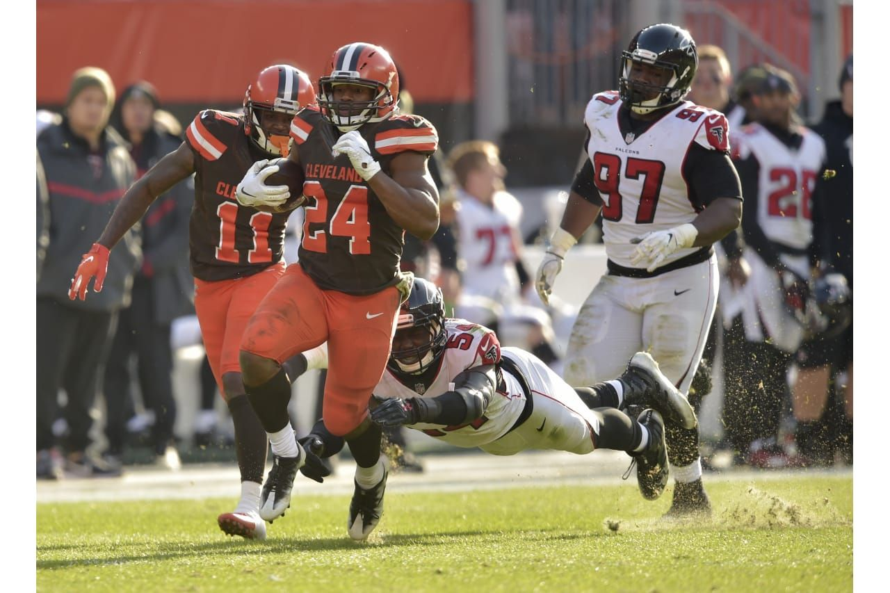 Cleveland Browns Running Back Nick Chubb 24 Rushes For A 92 Yard Touchdown As Atlanta Falcons Lineb Cleveland Browns History Browns Football Cleveland Browns
