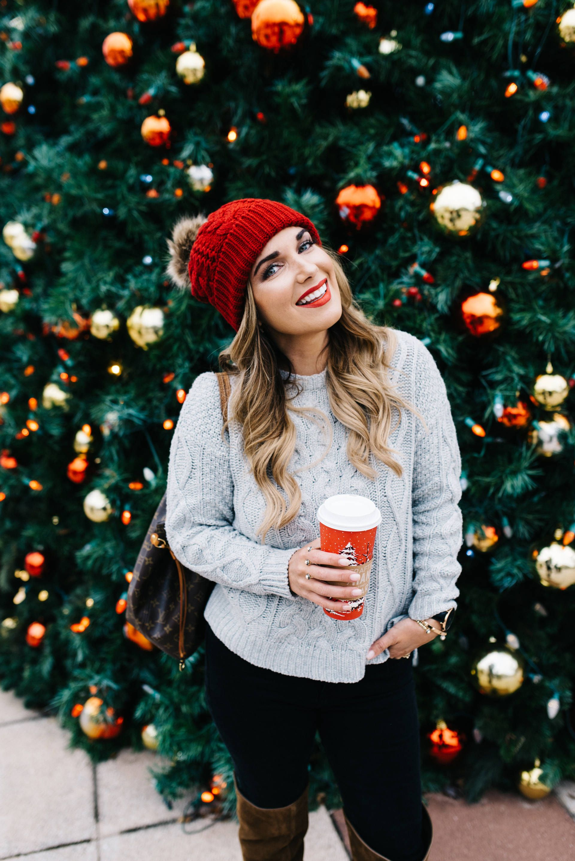 Cute and cozy sweater outfit click through for more on