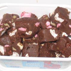 Suklaiset pähkinä-vaahtokarkkifudget - Kotikokki.net - reseptit
