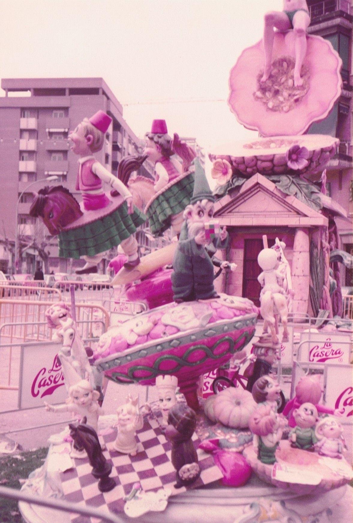 """Falla infantil 1984 """"Jocs de València i jocs del mòn"""" Luis Boix"""