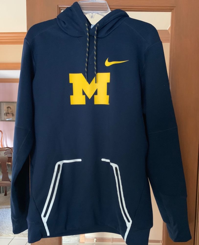 Nike University Of Michigan Thermafit Hoodie Mens Small Perfect Hoodies Mens Outfits Active Wear [ 1000 x 813 Pixel ]