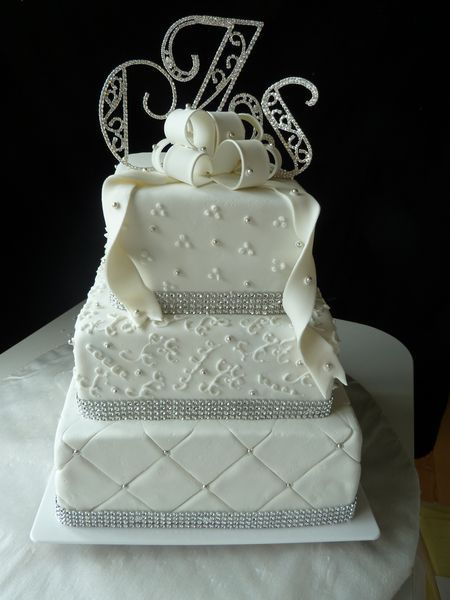 This Is Our Favorite Cake The Quilt Pattern Pearl Details And Sparkly Ribbon All Work Together Really Well Preferably Would Be A Gold