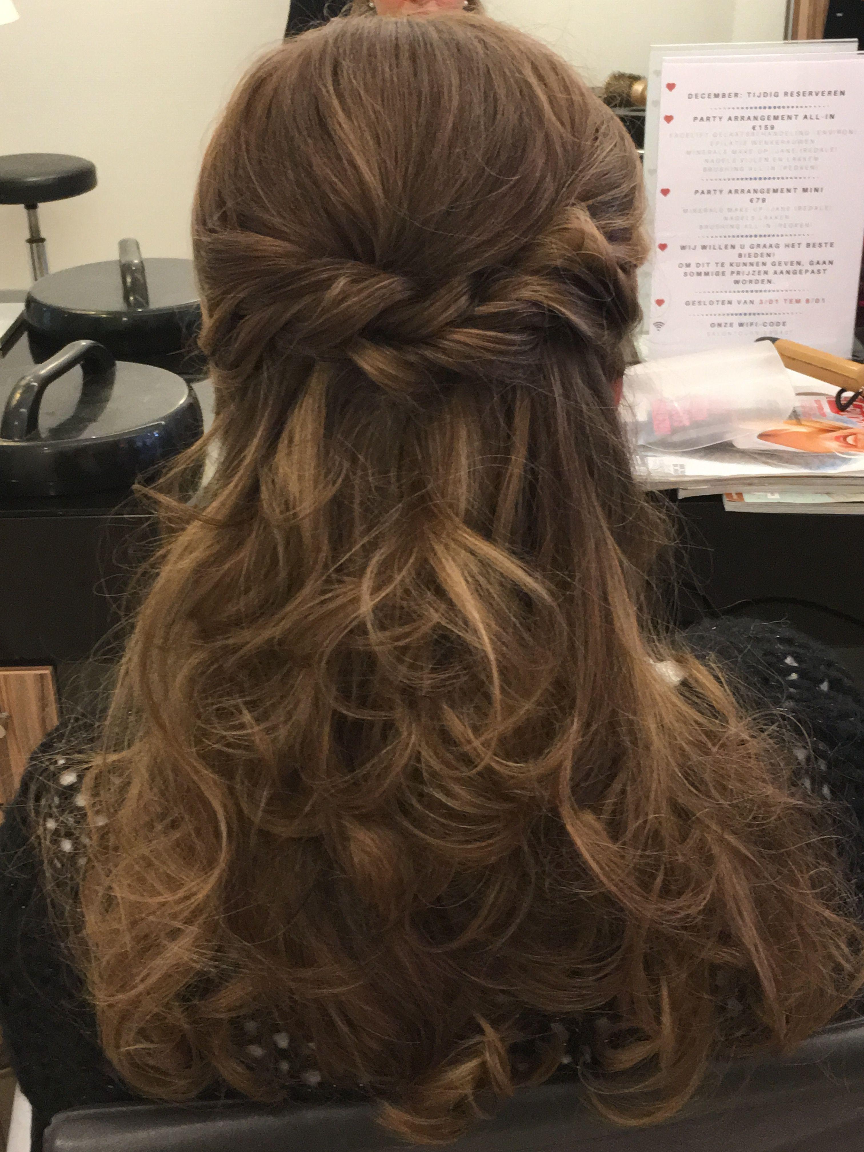 Curls Half Opgestoken Haar Opgestoken Haar Halflang
