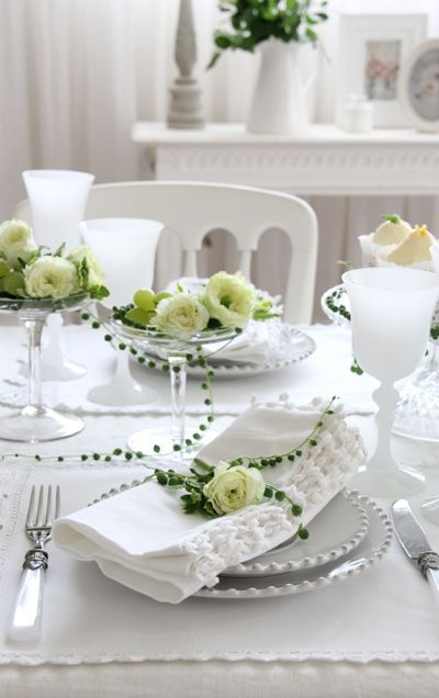 Classic & Easy- Crisp White Table Setting with Green accents & Cream ...