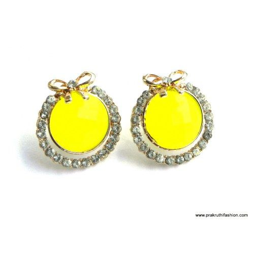 Ear Studs In Yellow With Gold Plating