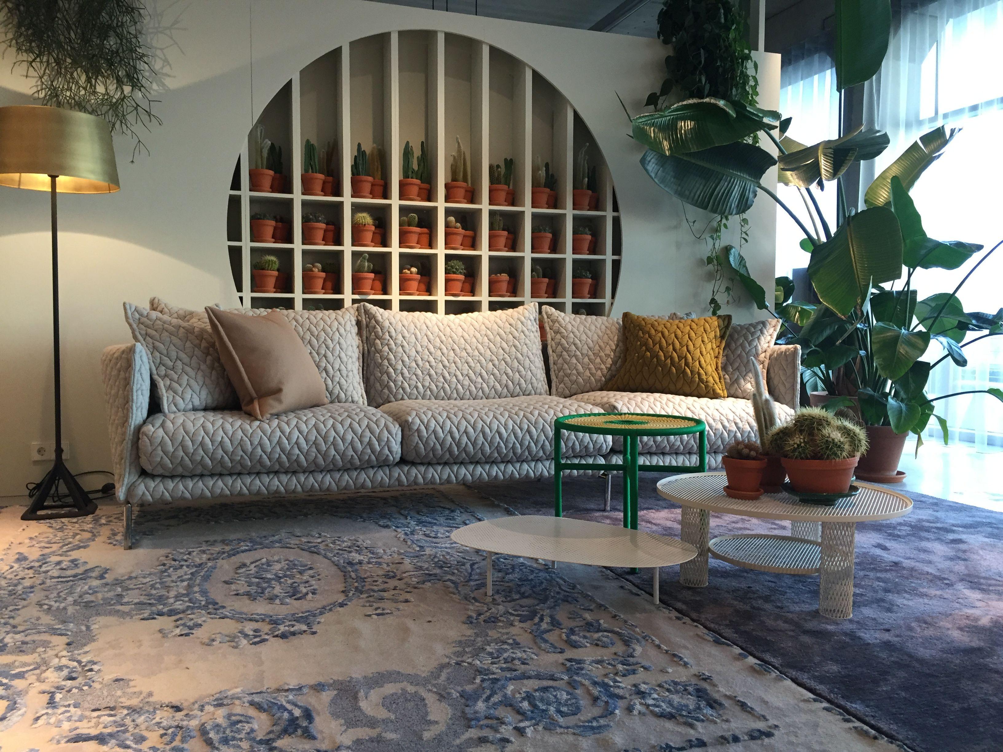 Moroso showroom Amsterdam Gentry sofa in Febrik stof