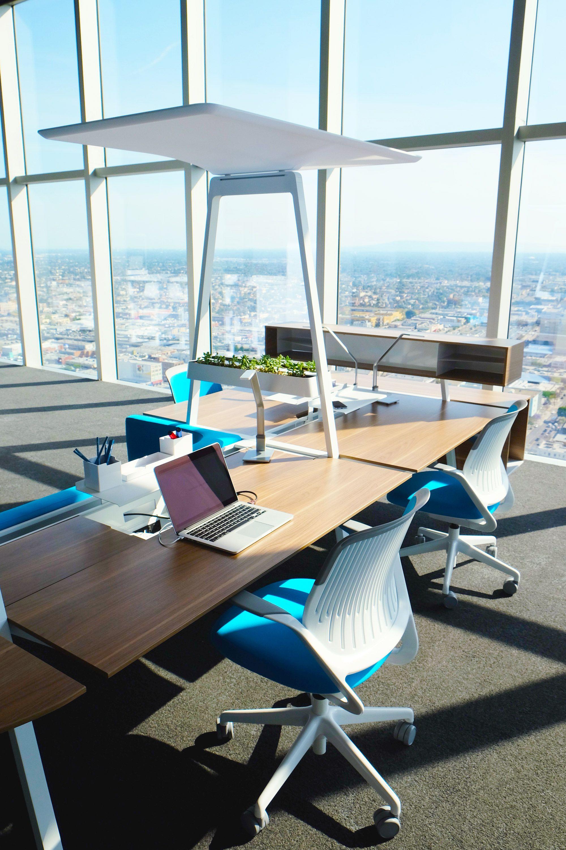 steelcase la showcase 12 tables and desks office interior design rh pinterest com
