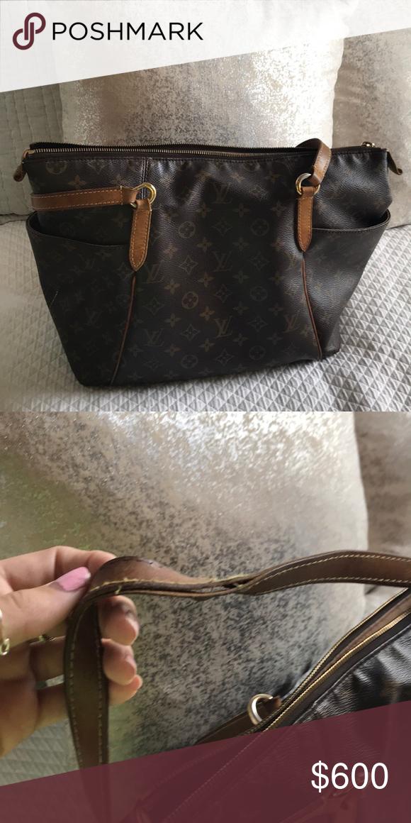 56c7a7c86e122 Authentic Luis Vuitton Paris Purse Used authentic Luis Vuitton purse bought  in Paris. Louis Vuitton Bags Totes  pursesyoucanonlybuyinparis