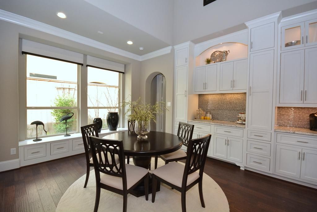 Breakfast Room has a Two Story Ceiling and is open to the