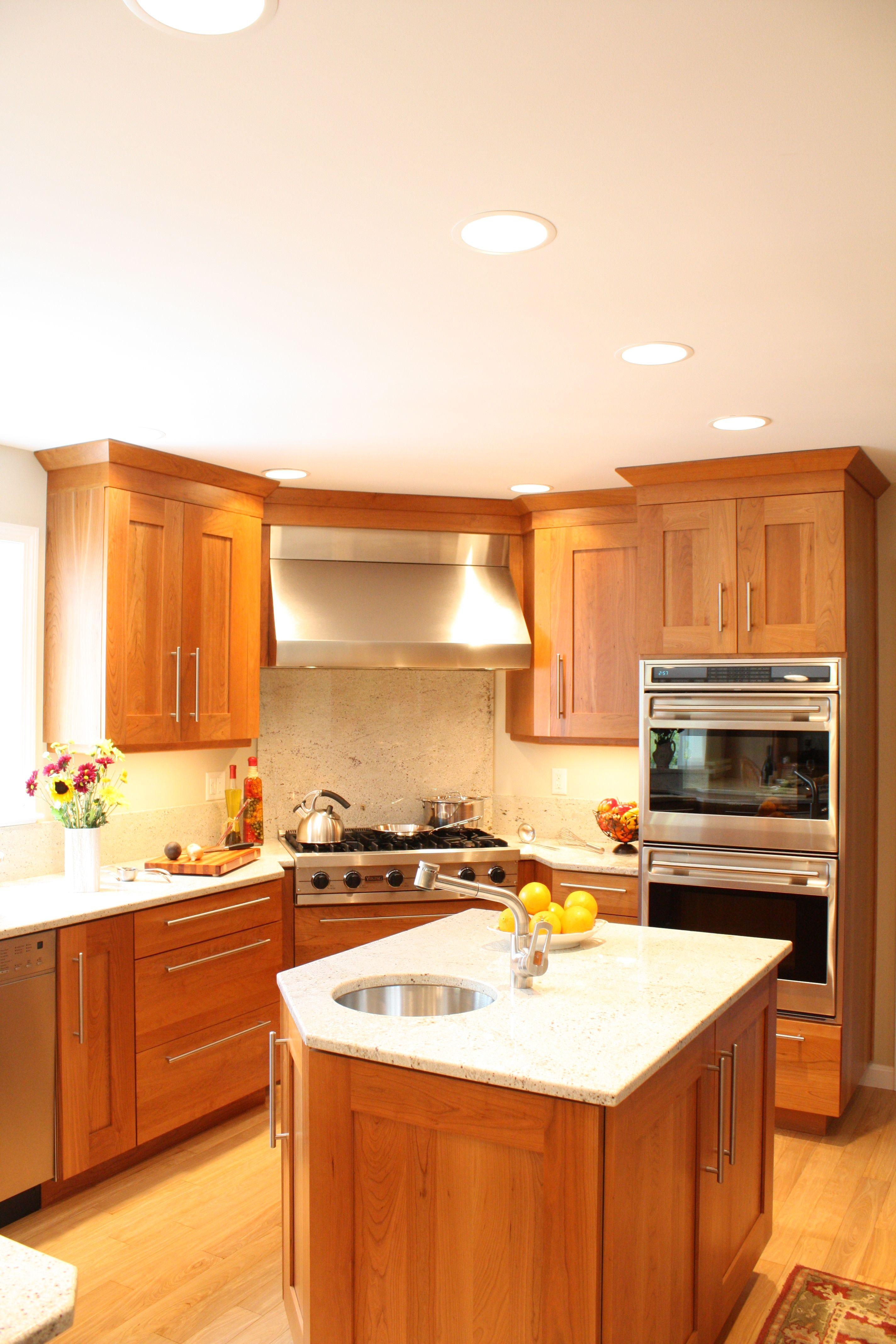 Shaker Kitchen Medium Tones Kitchen Design Kitchen Remodel Countertops