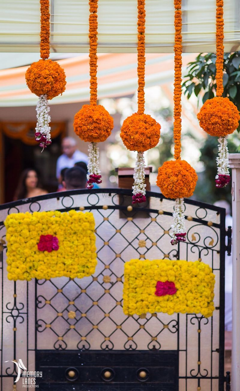 House decor with marigolds | Wedding stage decorations ...