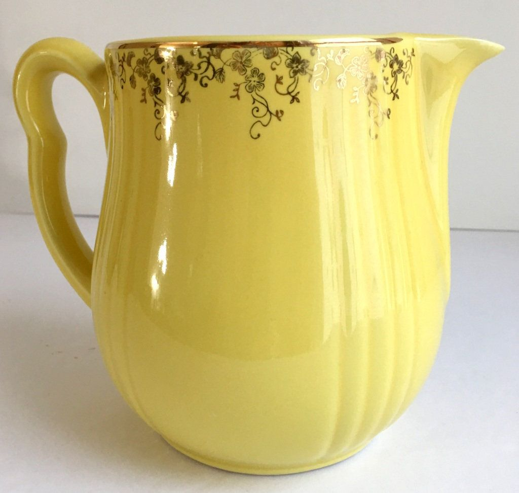 Vintage Hall S Superior Quality Kitchenware Yellow Pitcher With Gold Squiggle Pattern Trim 5 75 H 36 Oz Vintage Ceramic Pitcher Kitchenware