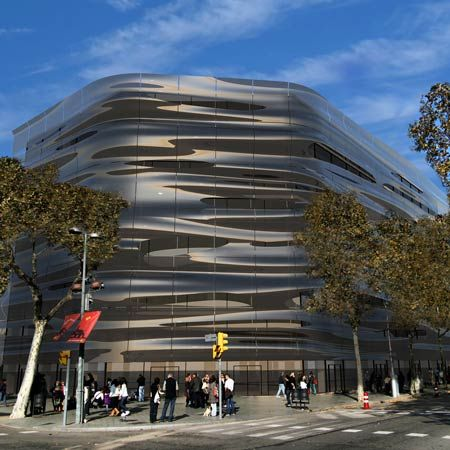Plain Modern Architecture In Barcelona Rippling Water Facade 3 Pics On Decor