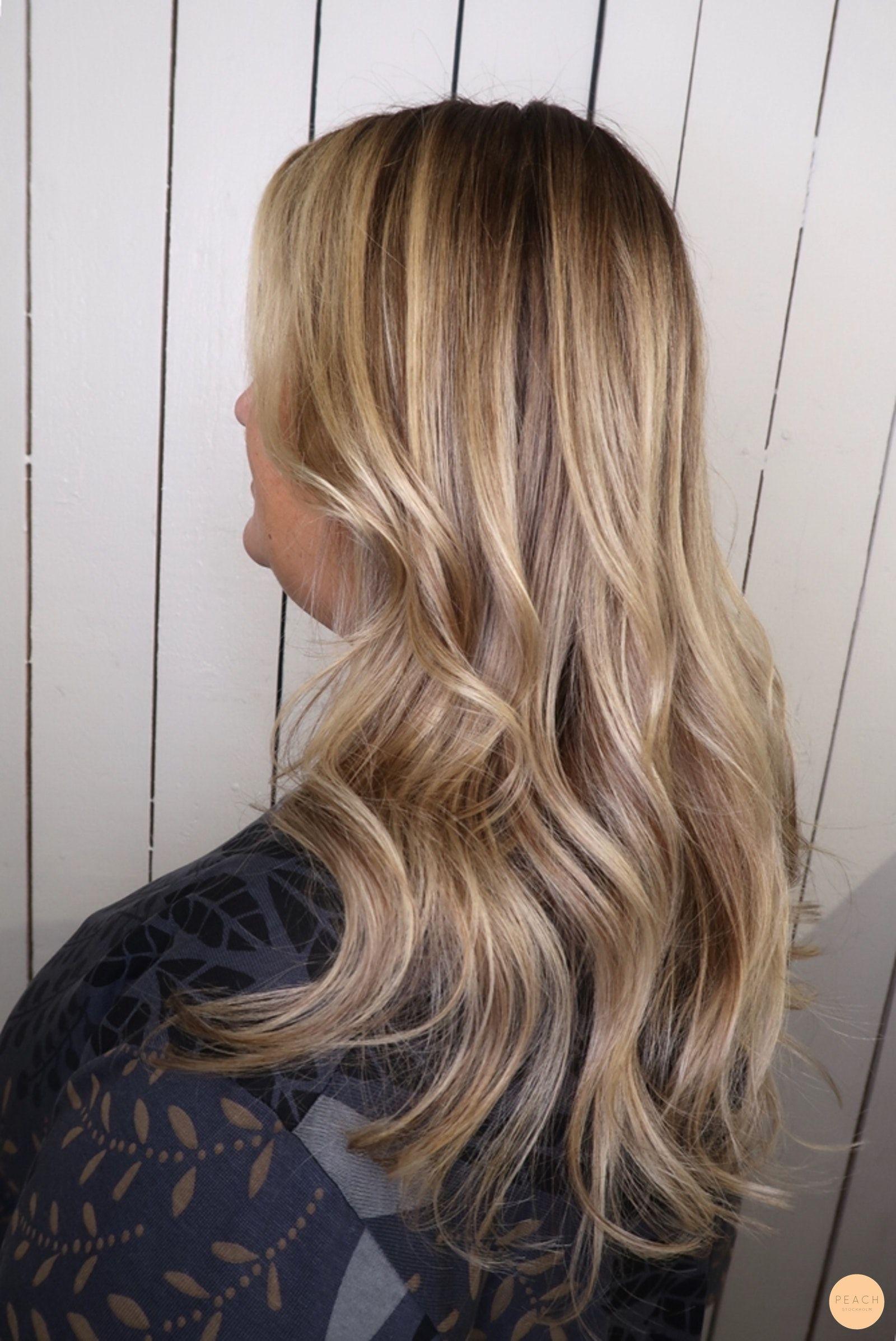 bilder på blont hår med mörka slingor